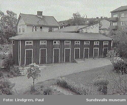 Uthus på Nygatan 13. Fastigheten uppfördes omkring 1895 av skräddaren N O Lodén.