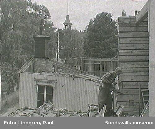 Rivning av fastighet, troligen på Södermalm.