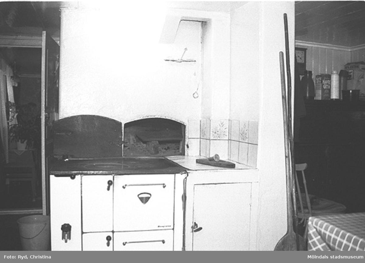 Ugns- och bakutrustning från Ranntorp 2:2 i Lindome. Bilden är tagen under 1990-talet.