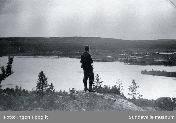 """""""Utsikt fra Nordbjörken mot Sörbjörken og Baggböleleiren sees tydelig."""" (Einar Lian, Trondheim, februari 1989)"""