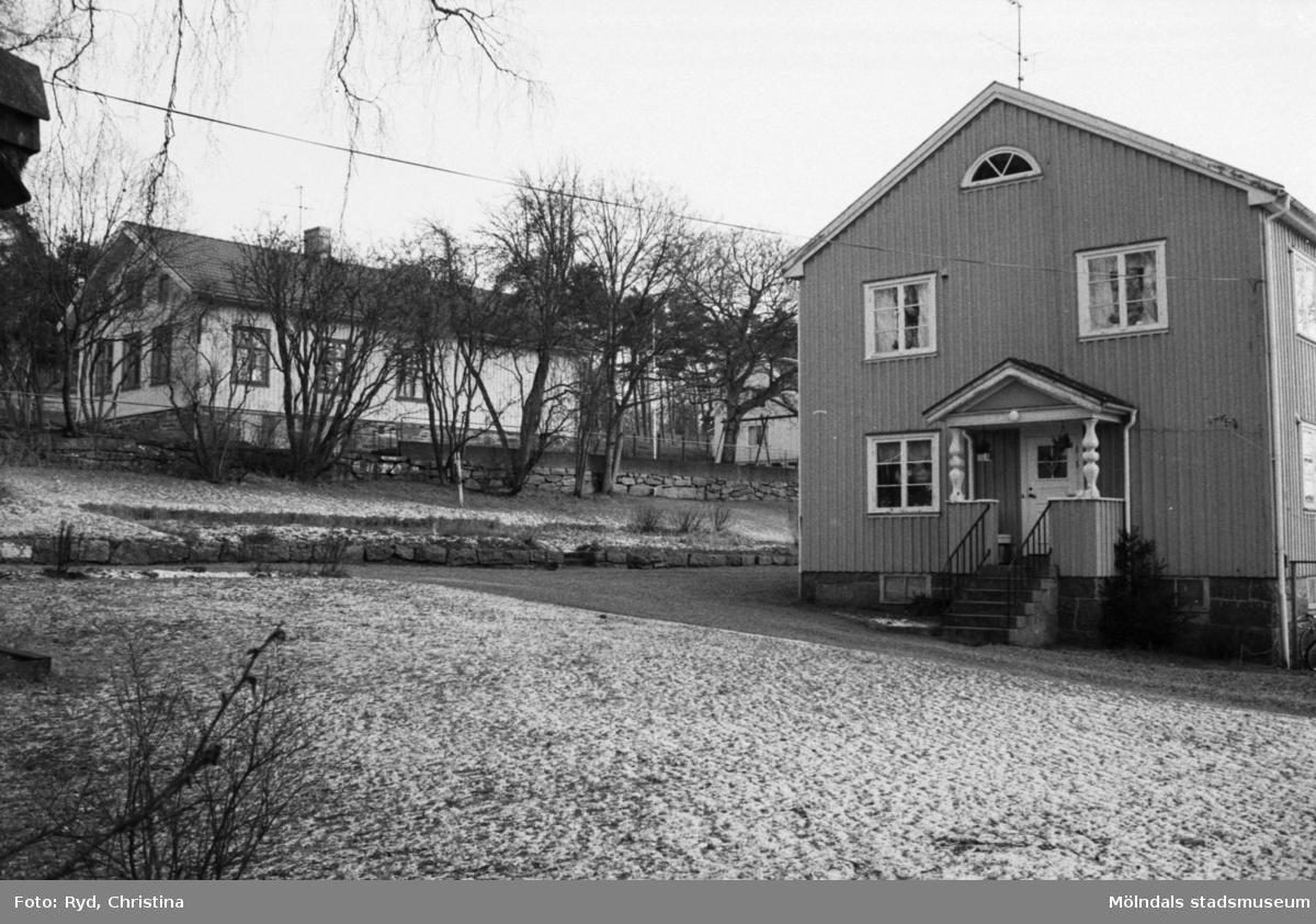 Södra kyrkskolan till vänster, Kyrkskolans lärarebostad till höger, 1991.