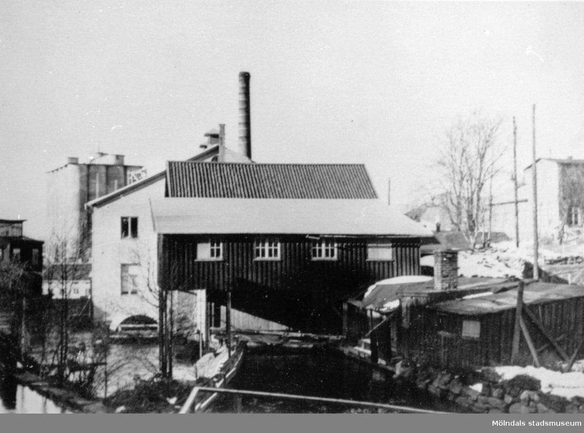 Hulans kvarn, 1930-talet.  Hulans kvarn revs när Viktor Samuelssons strumpfabrik byggdes ut 1941.