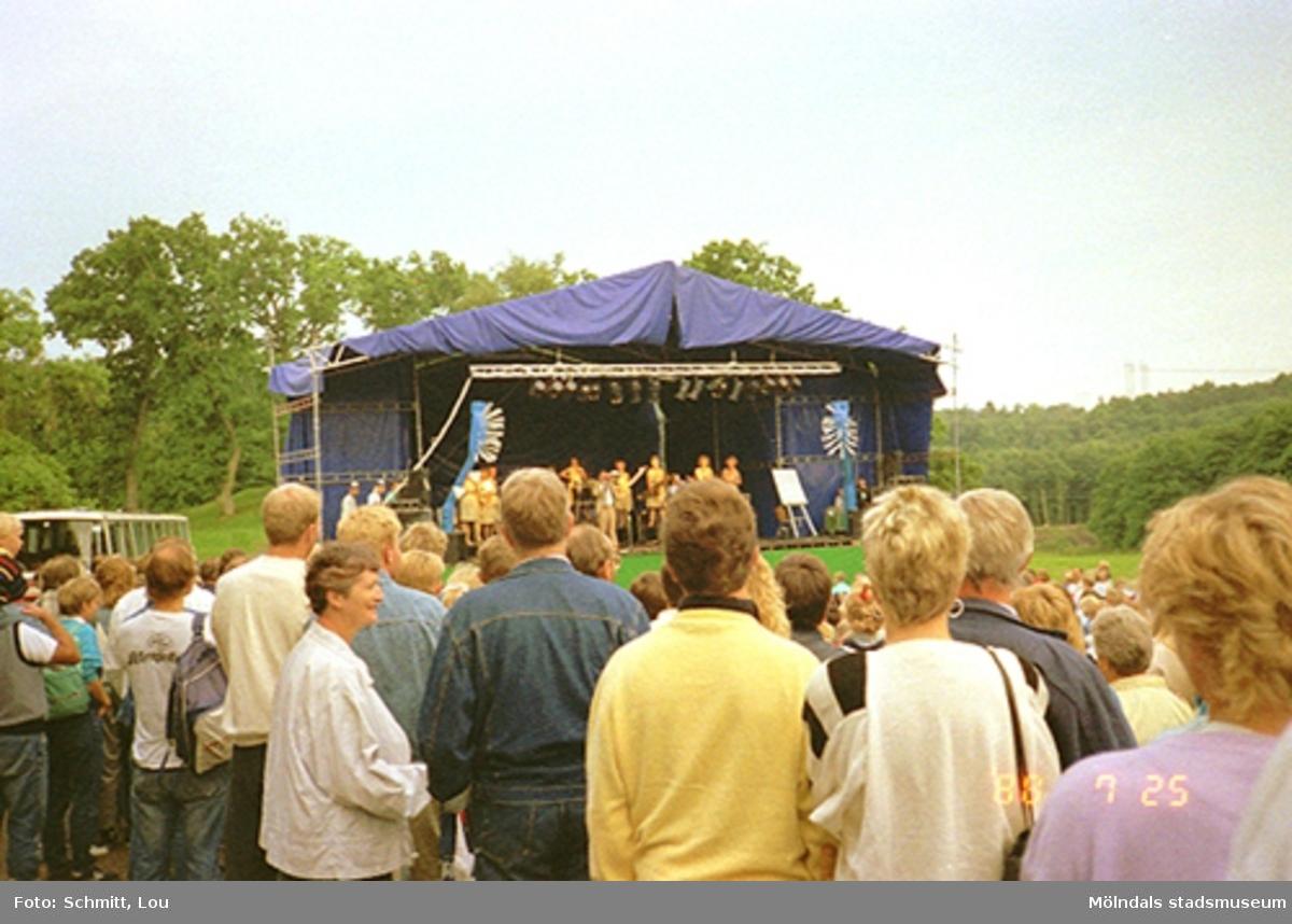 Musikarrangemang i parken vid Gunnebo slott.