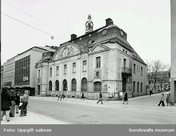 Storgatan 29 Penningen 1  (eller 10) Gamla Riksbankshuset.Under åren 1955-1986 fanns  Sundsvalls museum i dessa lokaler.
