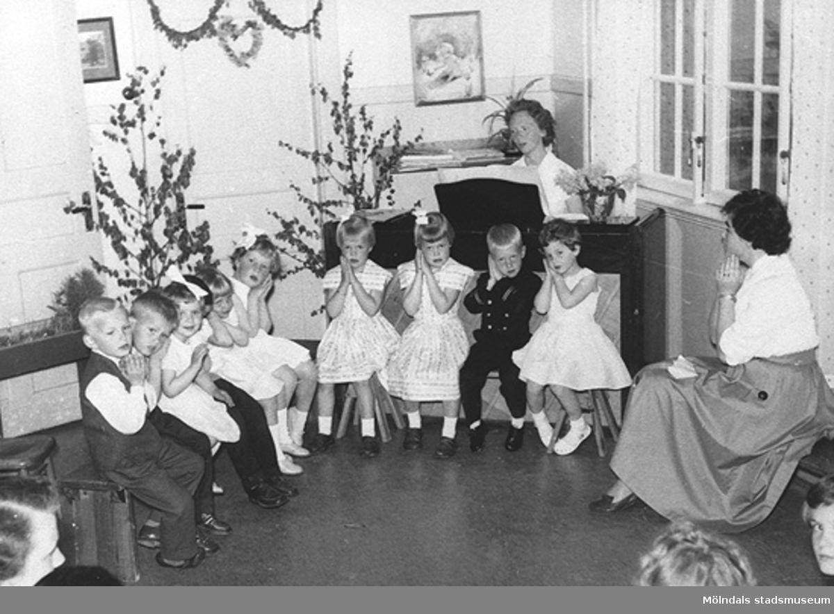 Sånguppvisning på Holtermanska daghemmet, okänt årtal.