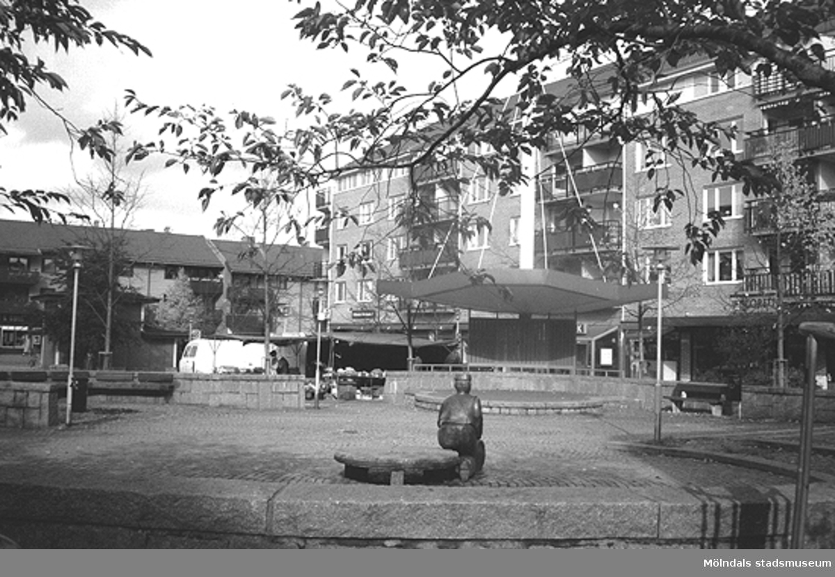 MMF1996:0966-0967 Kvarnbyskolan 9A grupp 3.MMF1996:0968-0986 Kvarnbyskolan 9A grupp 4.MMF1996:0987-0990 Kvarnbyskolan 9A grupp 5.Se även MMF1996:0913-0940.