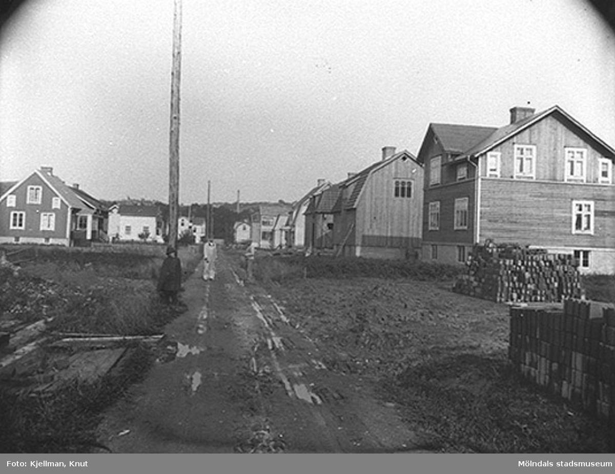 Husen på Barnhemsgatan byggs på 1920-talet. Vy före 1920, utefter gatan från väster mot öster.