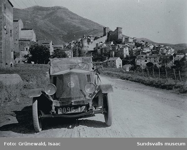 Familjen Grünewald/Hjerténs första bil, en Renault, i Issoire i sydvästra Frankrike, 1924..