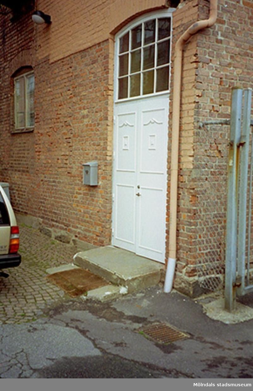 Dörr i industribyggnad, Gtöeborgsvägen 52, november 1994.