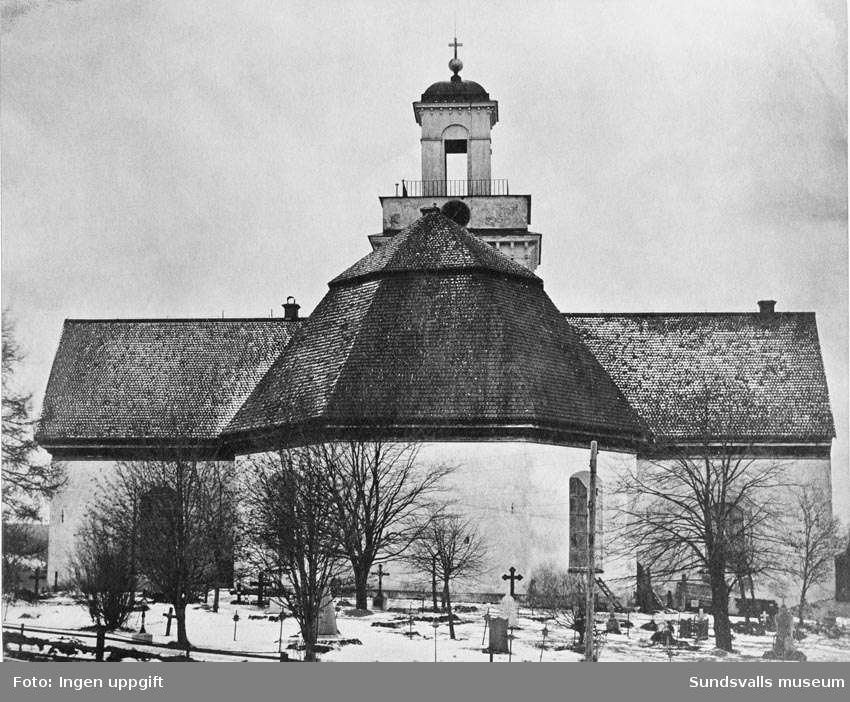 Kyrkan före 1888, från öster. Repro från gammal bild