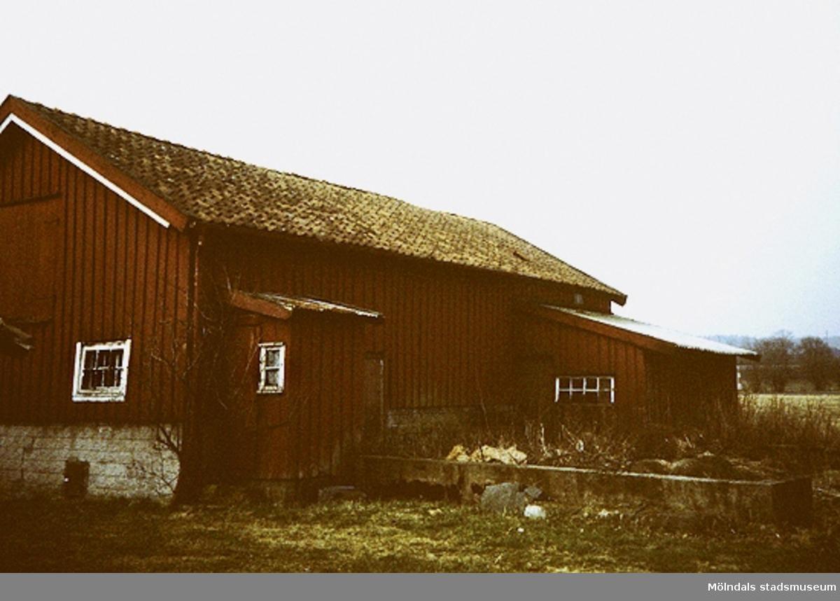 """Lindome, Spårhagavägen.Fågelsten 1:15, rivet maj 1994 """"Mensers""""."""