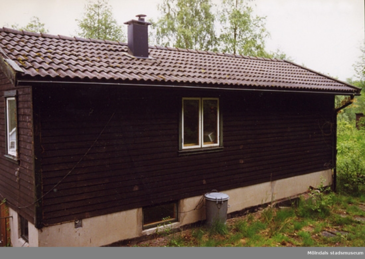 Ett bostadshus, Johannes Bureus väg 8, Fagered 2:35 i Lindome. Juni 1999?