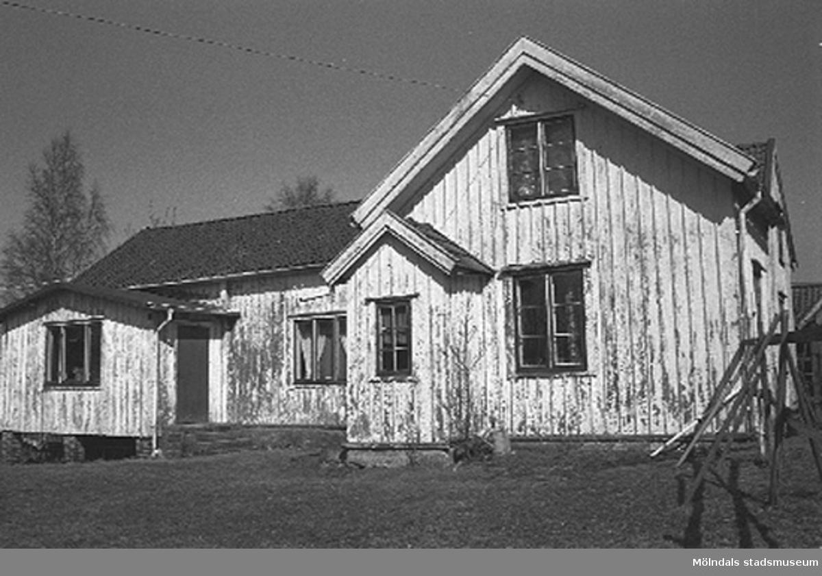 Bostadshus. Backen 2:3 i Kållered, cirka 1996-03-18.