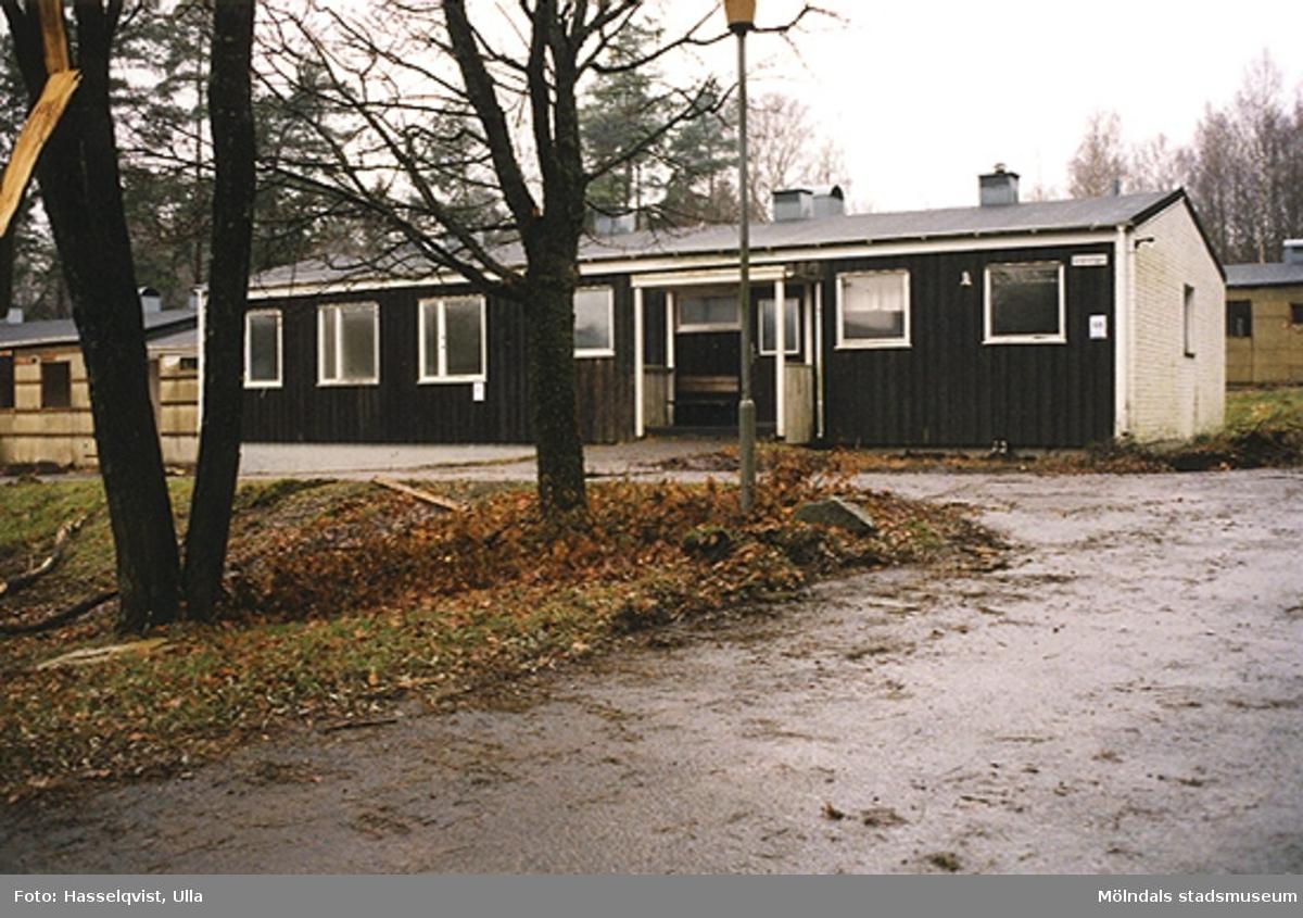 Byggnadsdokumentation inför ombyggnad.F.d. gruppbostäder vid Stretereds skolhem som byggs om till privatbostäder på Skogsbovägen i Stretered, Kållered. År 2000.