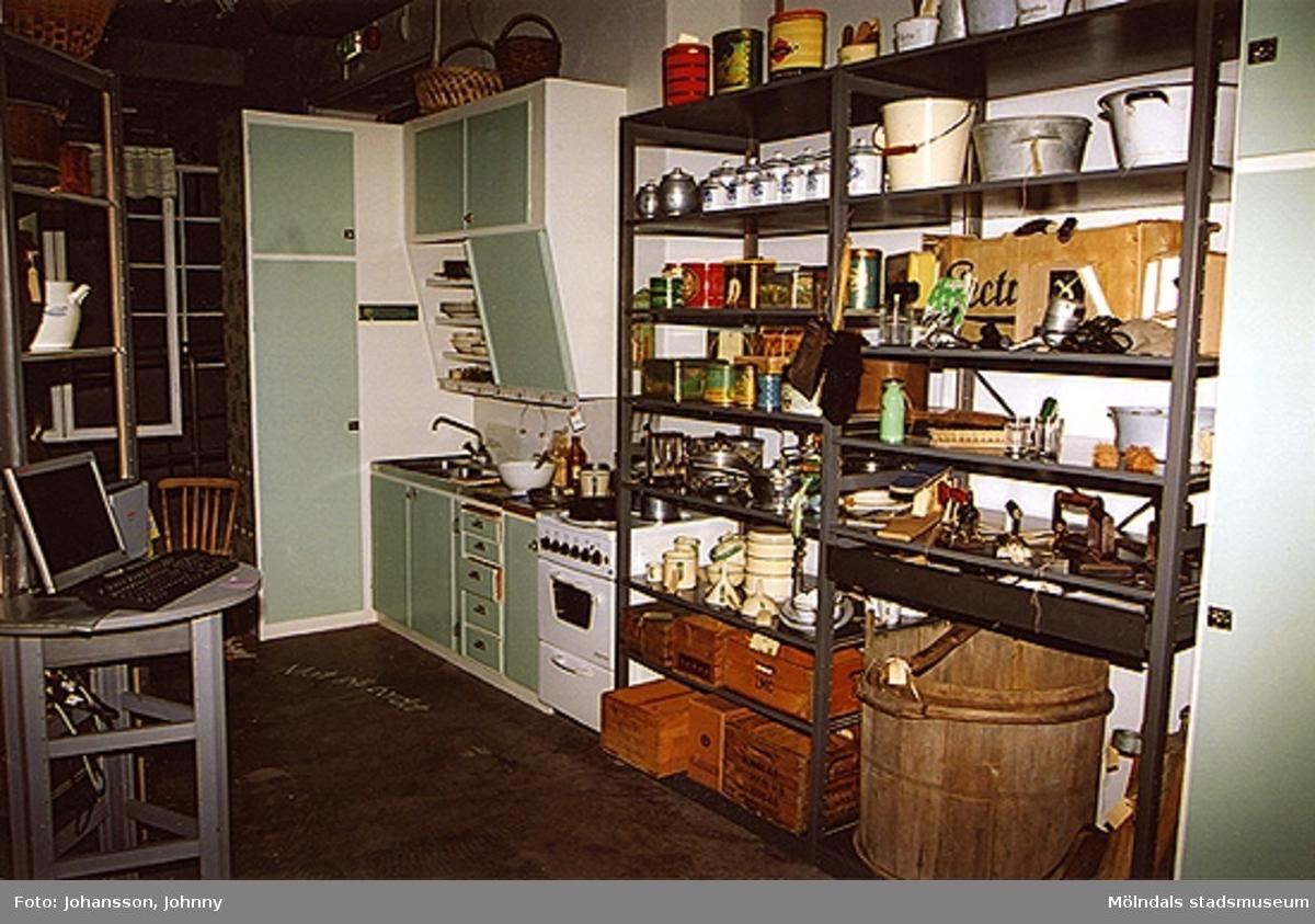 Öppna magasinet - Mat på bordet.Basutställning på Mölndals museum, Kvarnbygatan 12, Kvarnbyn, Mölndal.