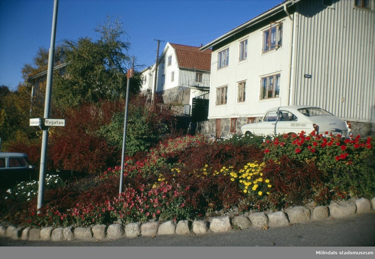 Roten M 19 vid Rygatan i Mölndal, 1970-tal. I bakgrunden ses Roten M 21 och M 22.