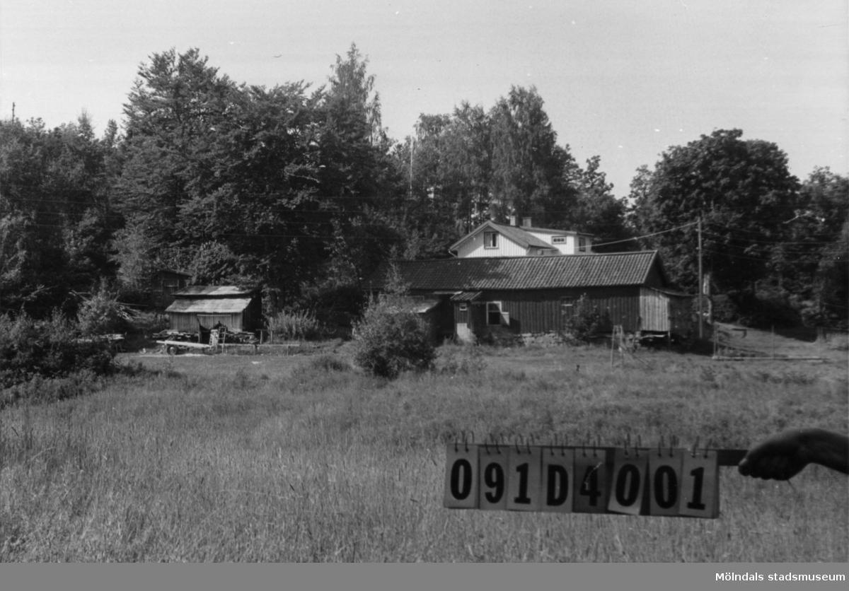 Byggnadsinventering i Lindome 1968. Ranered 1:13. Hus nr: 091D4001. Benämning: fritidshus, ladugård och tre redskapsbodar. Kvalitet, bostadshus: god. Kvalitet, ladugård: mindre god. Kvalitet, redskapsbodar: mindre god, dålig. Material: trä. Tillfartsväg: framkomlig. Renhållning: ej soptömning.