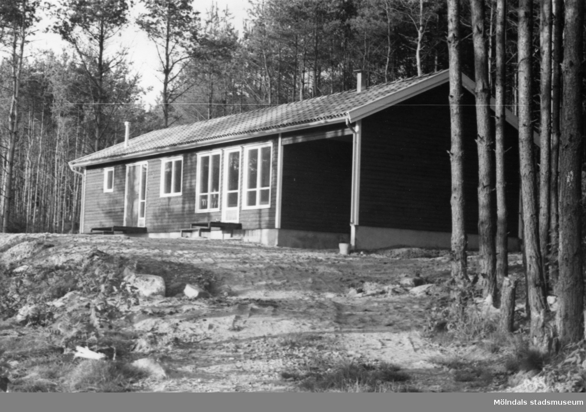 Byggnadsinventering i Lindome 1968. Gastorp. Hus nr: 559C4024. Benämning: fritidshus. Kvalitet: mycket god. Material: trä. Övrigt: under uppförande. Tillfartsväg: framkomlig.