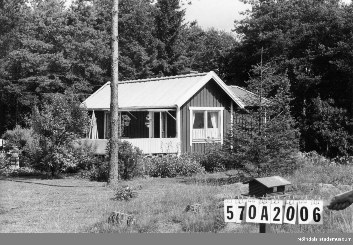 Byggnadsinventering i Lindome 1968. Annestorp 6:44. Hus nr: 570A2006. Benämning: fritidshus och redskapsbod. Kvalitet: god. Material: trä. Tillfartsväg: framkomlig. Renhållning: soptömning.