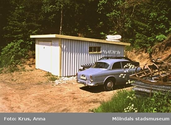 Stenen 1:1. Nybyggt garage sett från öster.
