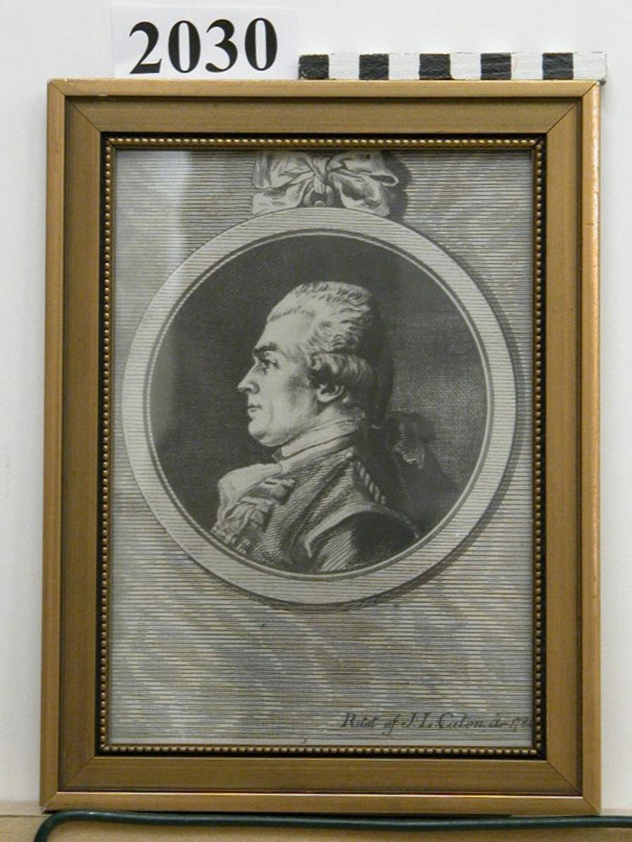Etsning, fotoreproduktion av viceamiral friherre Otto Henrik Nordenskjöld, ritad av J.L. Cason, 1786. Porträttet utfört inom medalj med rosett på överkansten. Märkning: Ritat af J. L. Caton år 1786. Inom glas och ram, förgylld.
