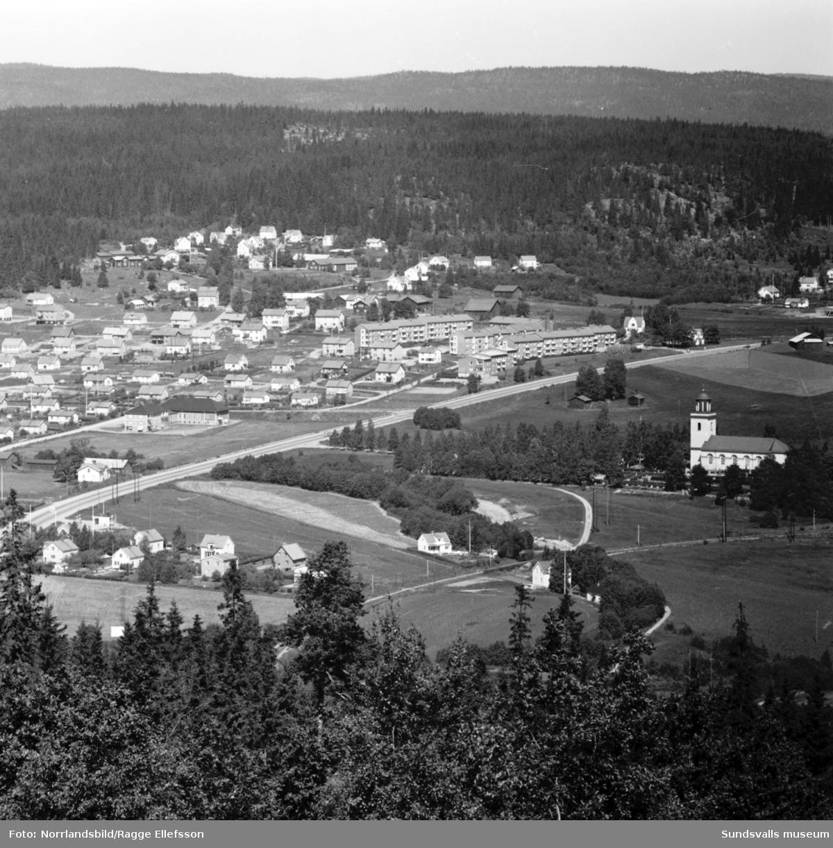 Timrådalen och kyrkan fotograferat från Skönviksberget.