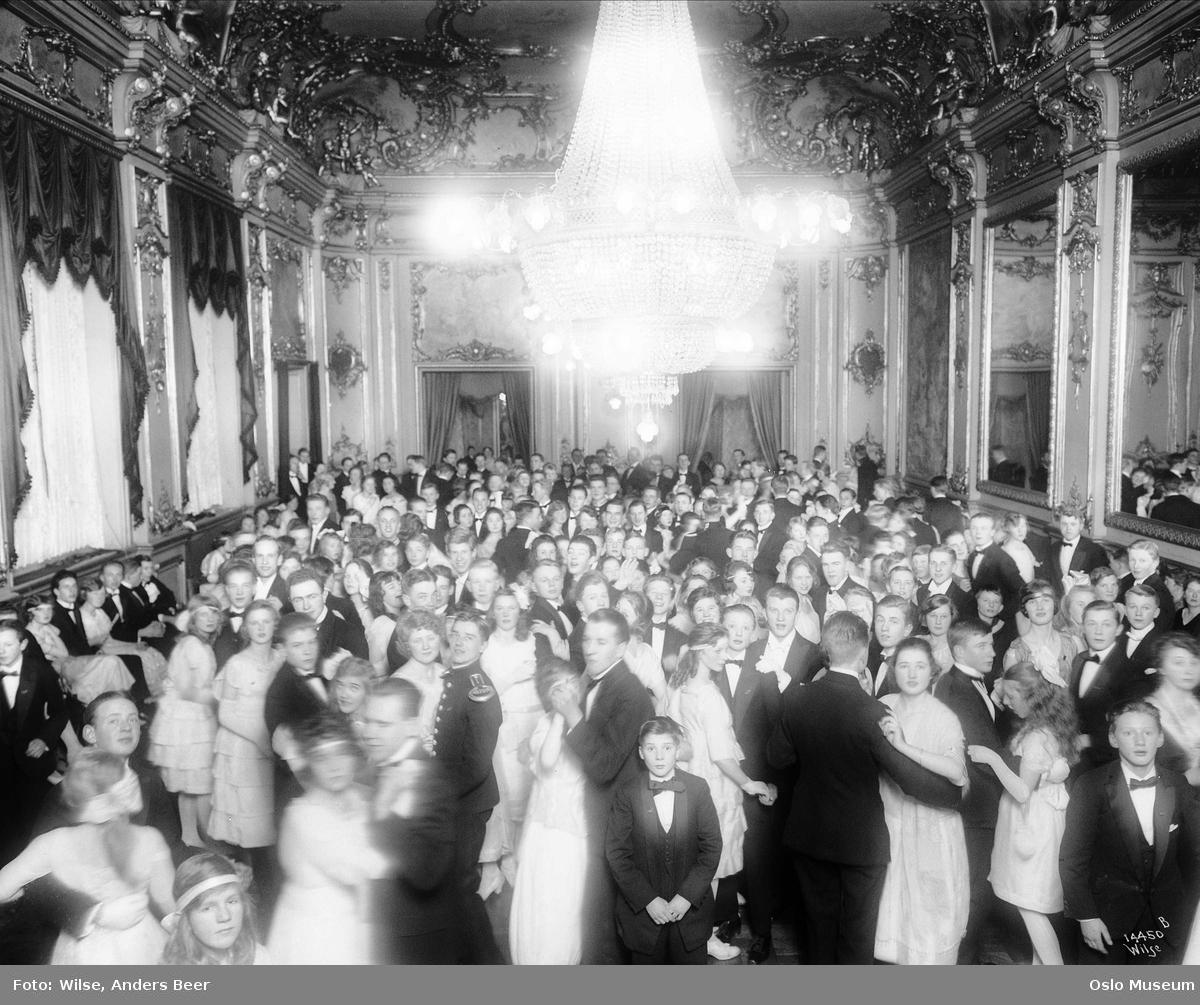 Grand Hotel, interiør, Rococcosalen, premierløytnant Svaes danseskole, oppvisning, barn, ungdom