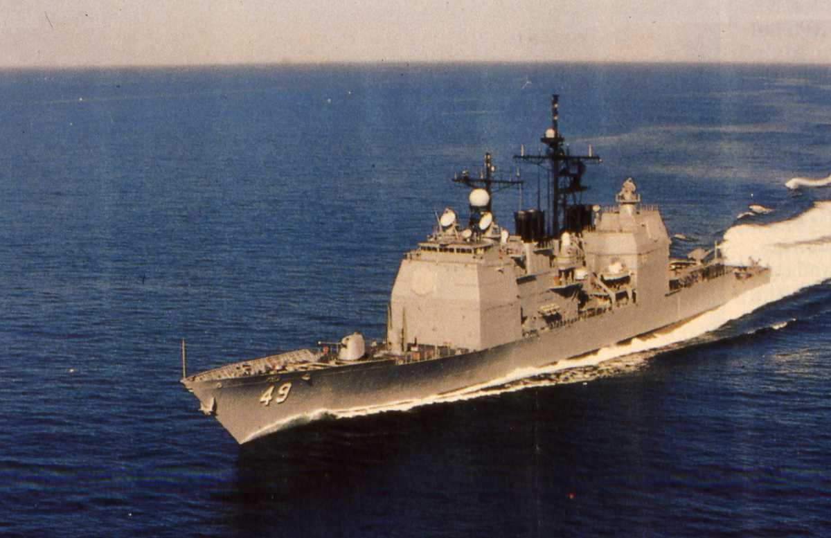 Amerikansk fartøy av Ticonderoga - klassen med nr. 49 og heter Vincennes.
