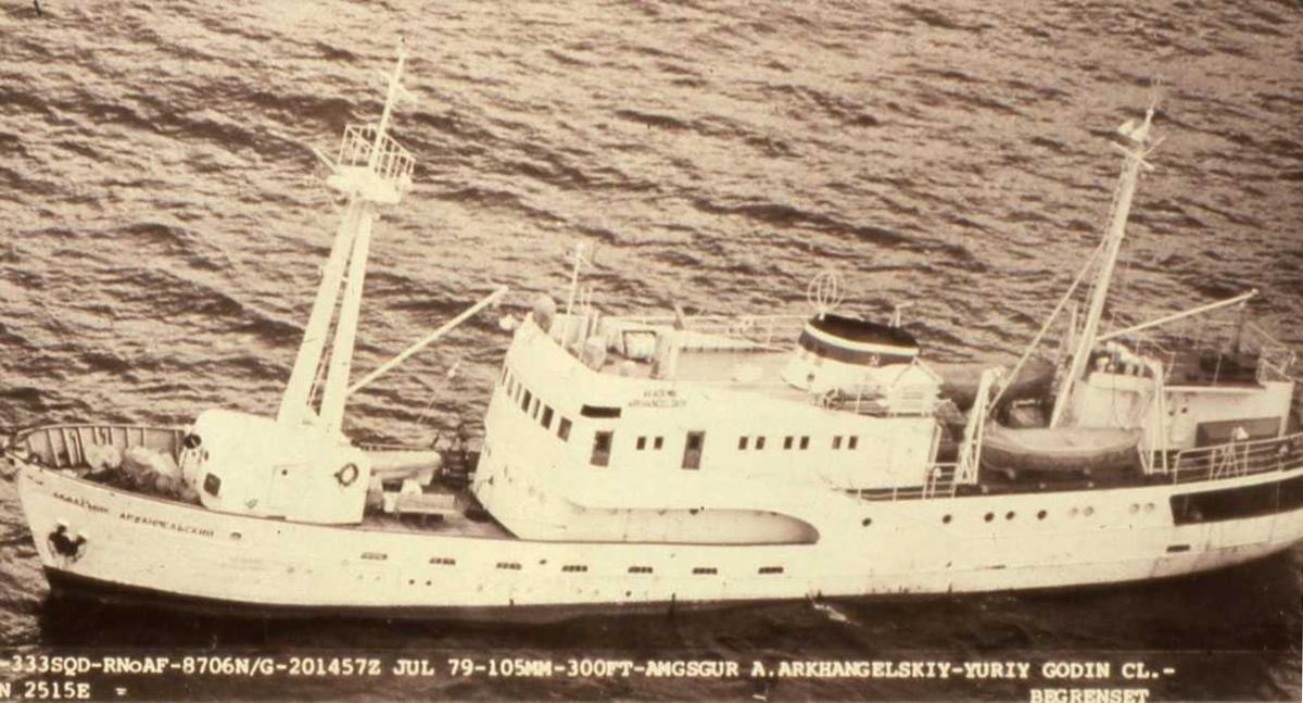 Russisk fartøy av Yuriy Godin - klassen og heter Akademik Arkhangelsky.
