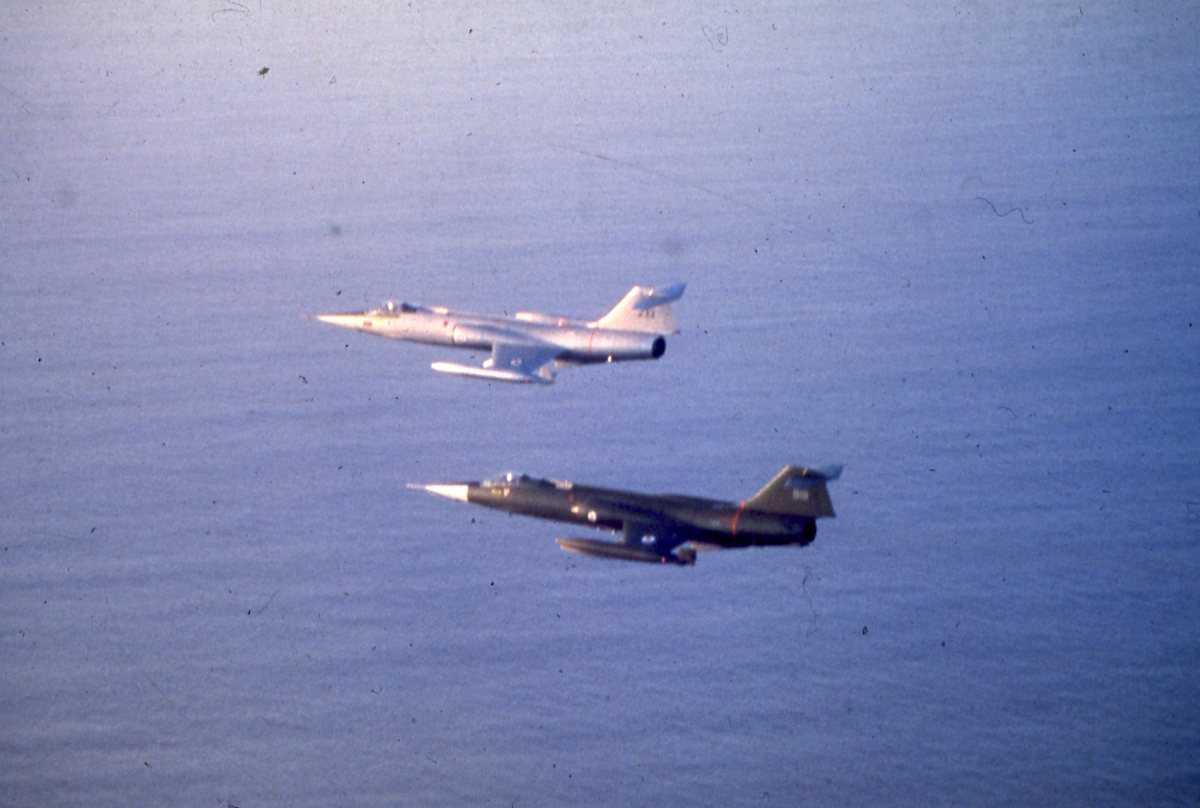 Norske fly av typen F-104G Starfighter (øverst) og CF-104 Starfighter.