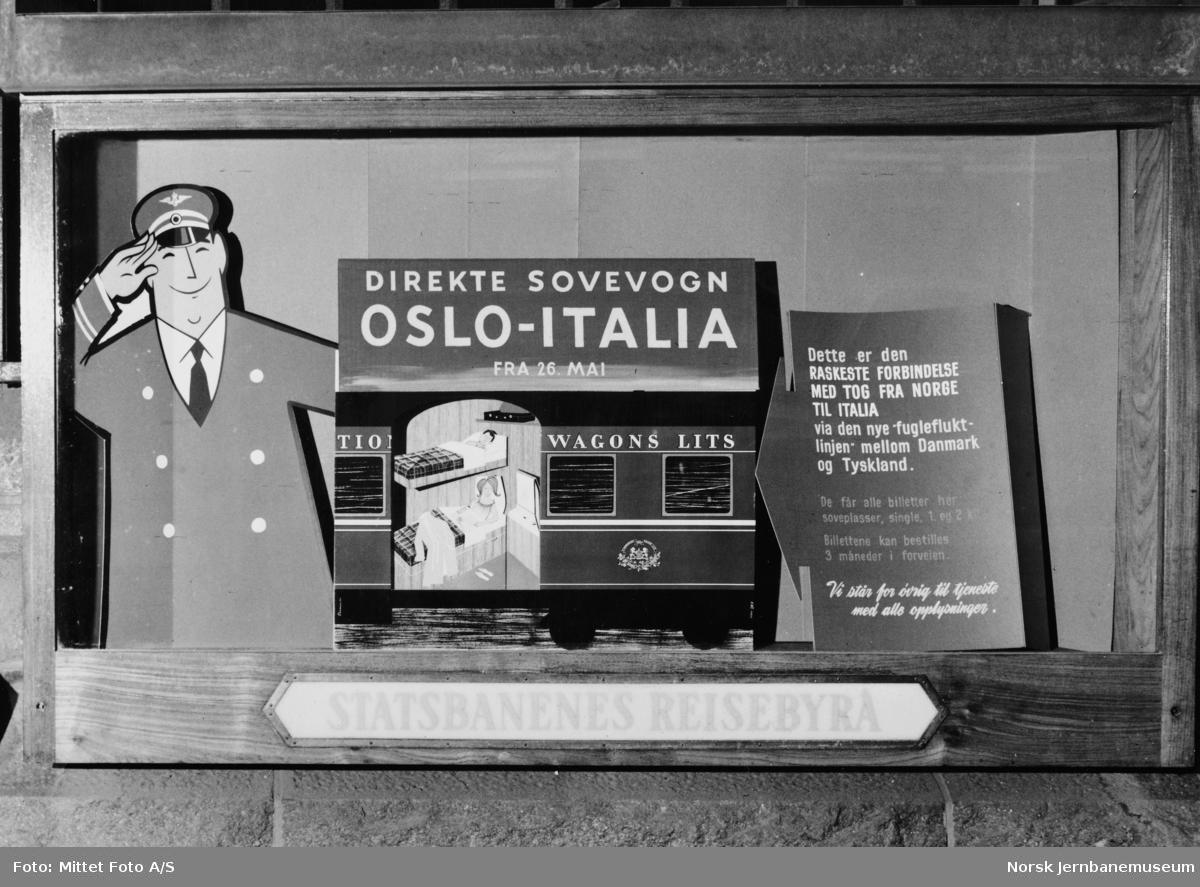 Reklamestand for Statsbanenes reisebyrå for sovevogn Oslo-Italia på Nordlandsmessen
