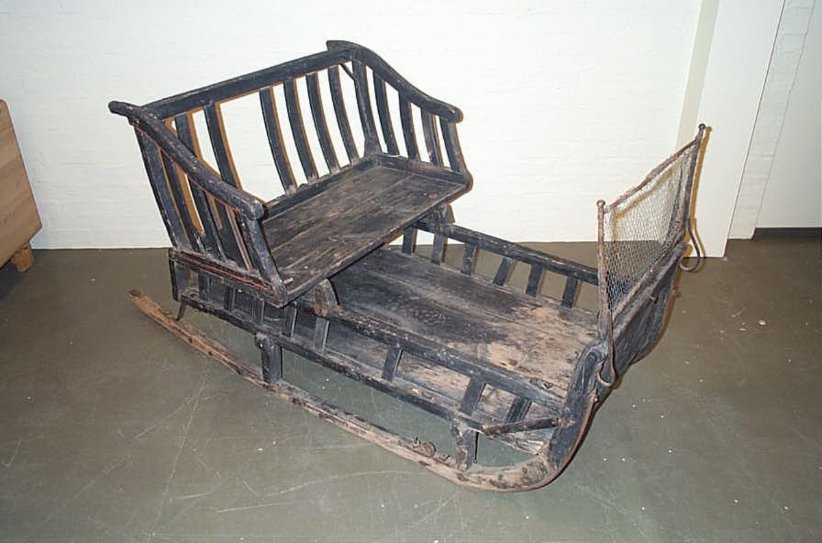 DHS.30826 er innkomen til museet omkring 1987 - 1990. Sleden er ikkje tidlegare katalogiser eller registrert  -  så ein kjenner ikkje historien til gjenstanden.