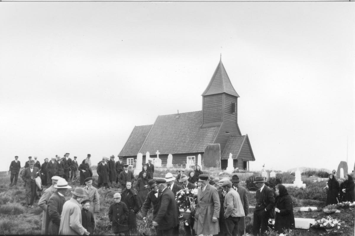 Gravferd frå Vilnes kyrkje, Atløy