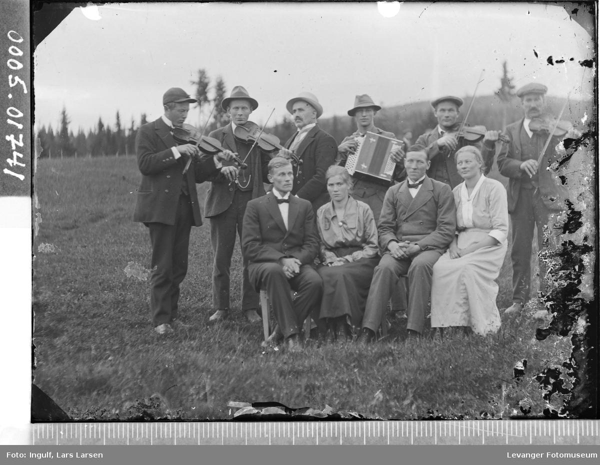 Gruppebilde av åtte menn og to kvinner.