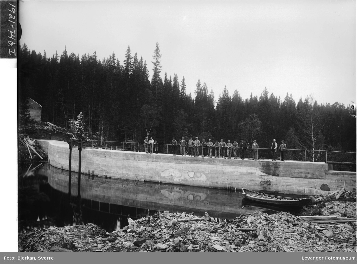 Dammen ved Tvåråsjøen i Frol I
