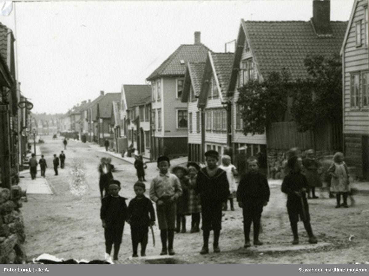 Løkkeveien, barn i gaten.