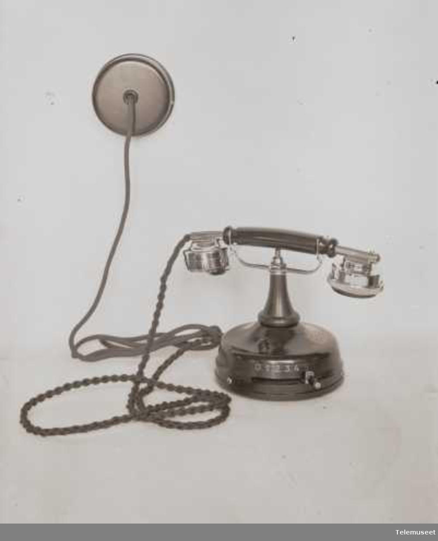 Telefon, lokal, bordapparat i stål, mtlf. liggende, klokke likestrøm, Elektrisk Bureau.