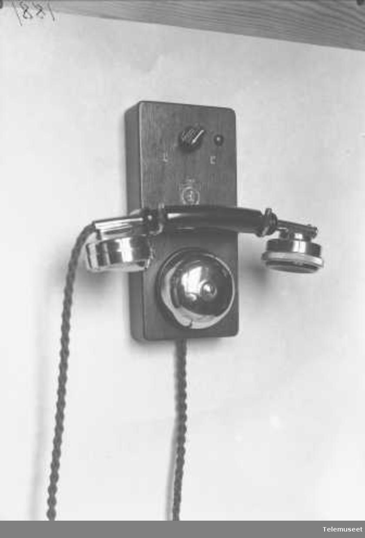 Telefon, lokal, veggapparat i tre, 2 lj, for appartementshus anlegg, Elektrisk Bureau.