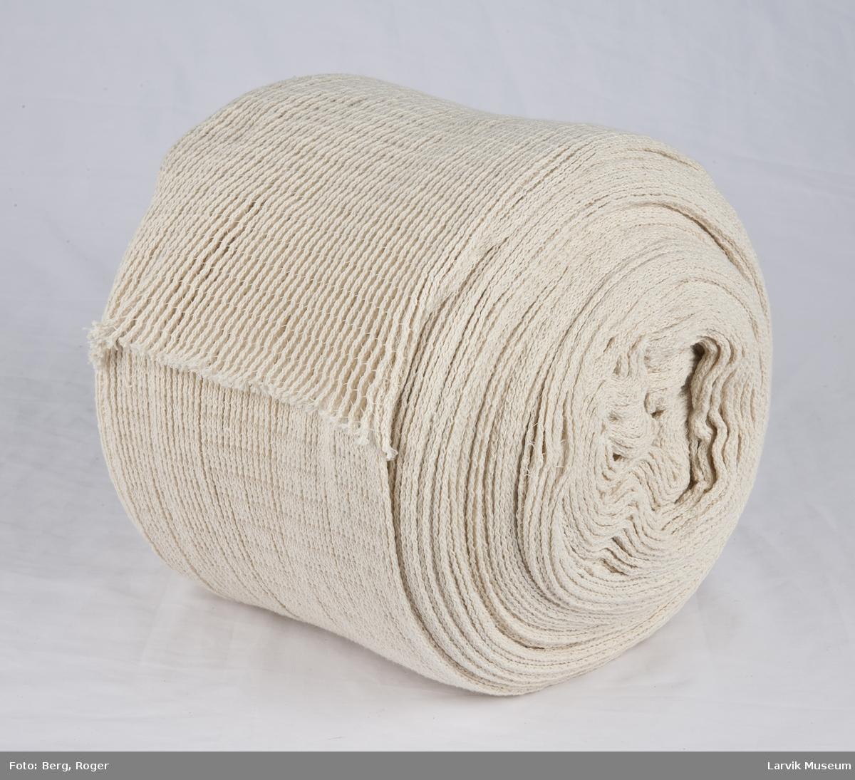 """Stoffrull. Kvalitet """"ribbestrikk"""" /strekk - ribben er sammenføyd med en tverrgående enkeltråd"""