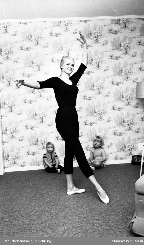Fru Eva Wilöf dansar balett.