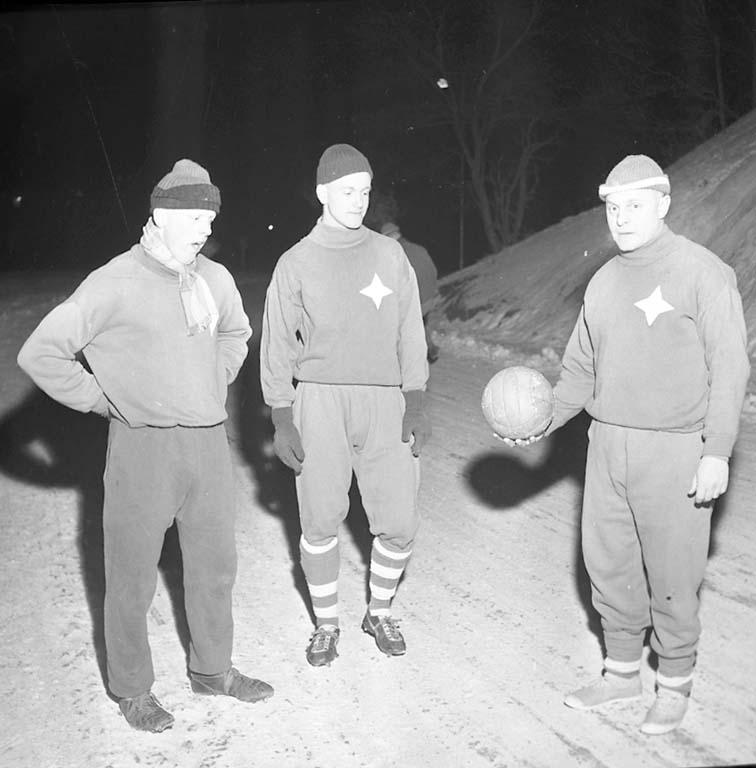 """Enligt notering: """"Fotboll Kamraterna startar träningen med """"Vaiela"""" 18/1 1961""""."""