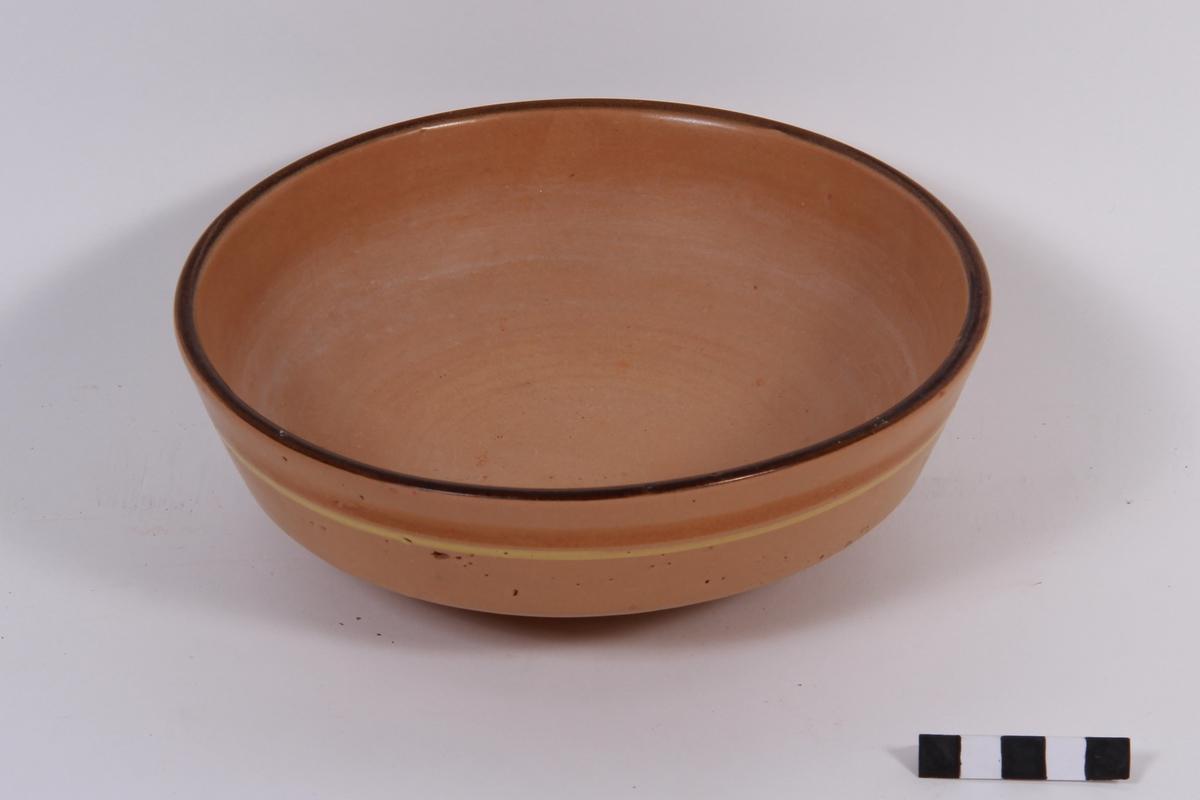 Rund keramikkskål.
