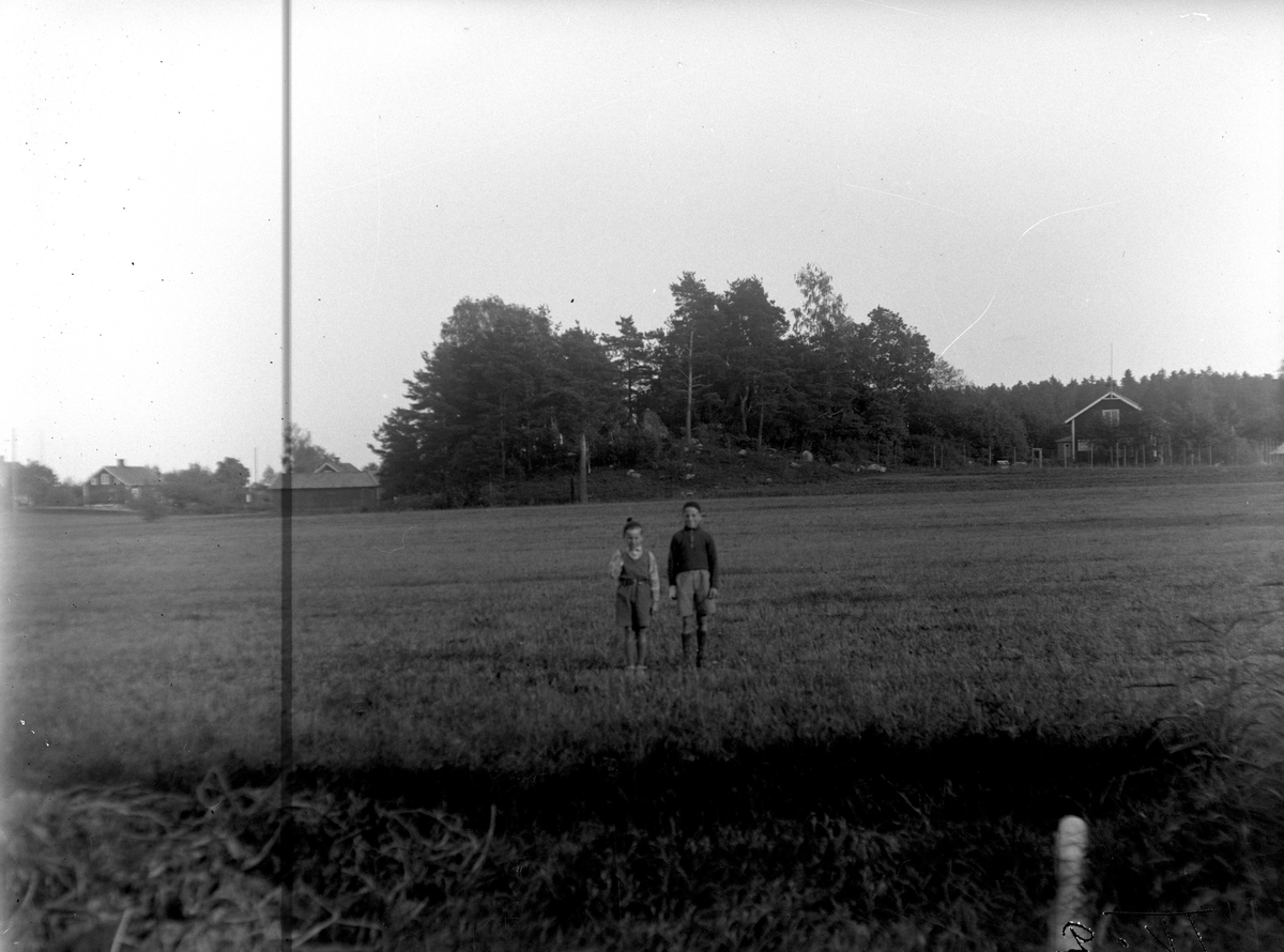 Macksta, backen med bygravfältet (1). Fotograf: KJ Österberg.