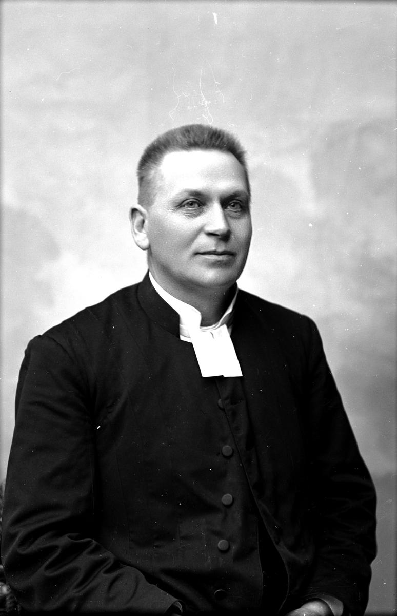 Pastor Axel Gustavsson, 1900. Fotograf: C Billberg.