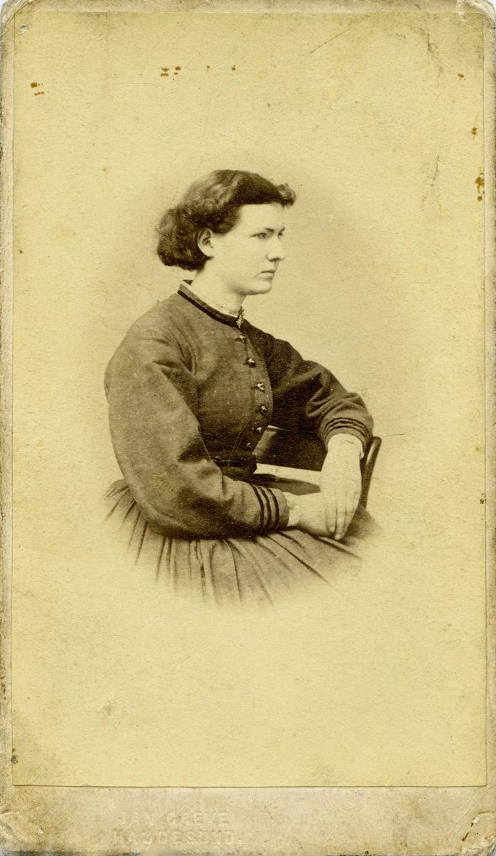 Portrett - Frk Thea Larsen, 1847 - 1934.