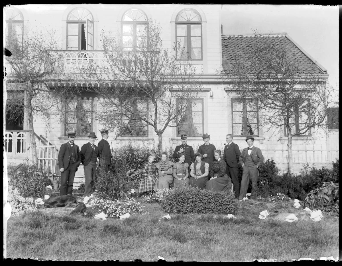 Hagen utenfor Pleyms villa i Nyborg
