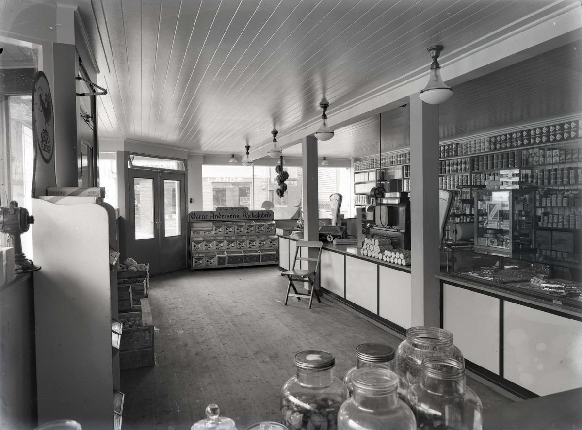 Butikkinteriør fra Haaviks kolonialforretning i Sørhauggt.