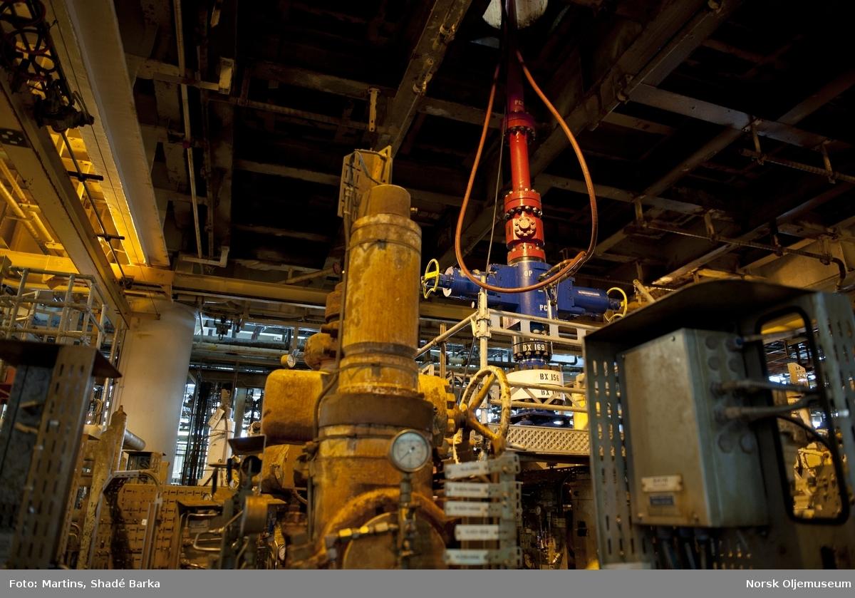 På kjellerdekket, i wellhead-området står BOP-ventilen.  Valhall DP (boreplattformen) har 30 brønnslisser. Da denne plattformen ble tatt i bruk 17. desember 1981, var det med Norges første tildekkede boretårn. Våren 2009 ble boretårnet og dets fundament fjernet. All boring foregår i dag fra IP og WP (og ved inntak av borerigg til flankeplattformene).  De 30 brønnene på DP må plugges før plattformen kan fjernes. Dette er meget tidkrevende og komplisert arbeid som vil ta mange år.