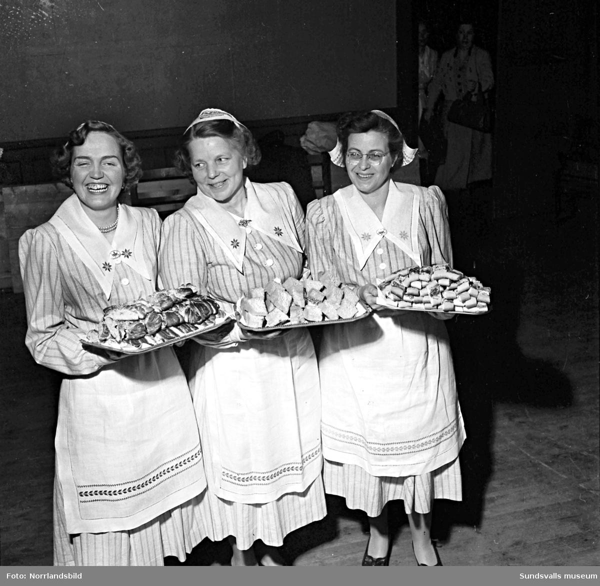 Kvinnogillet har ett glatt kamratmöte i Skönvik.
