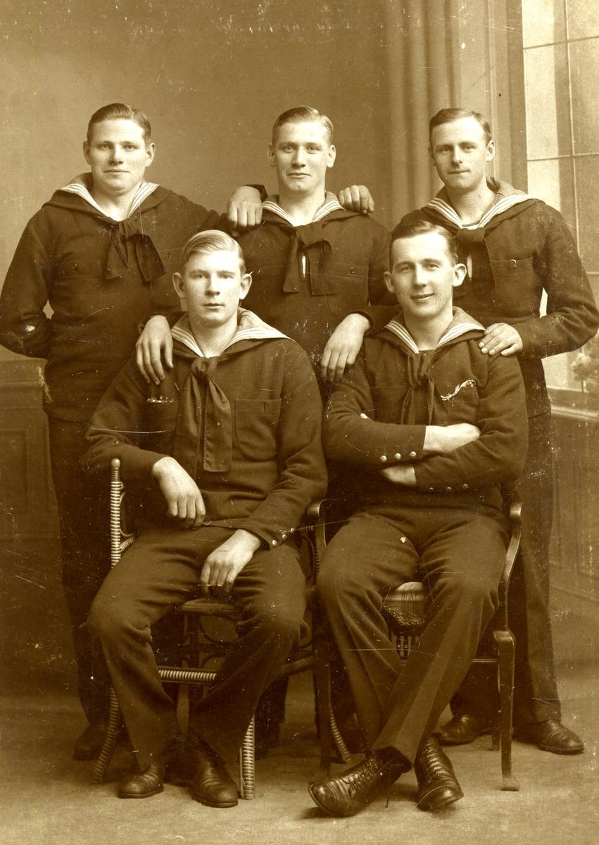 Ett gruppfoto på sjömän.